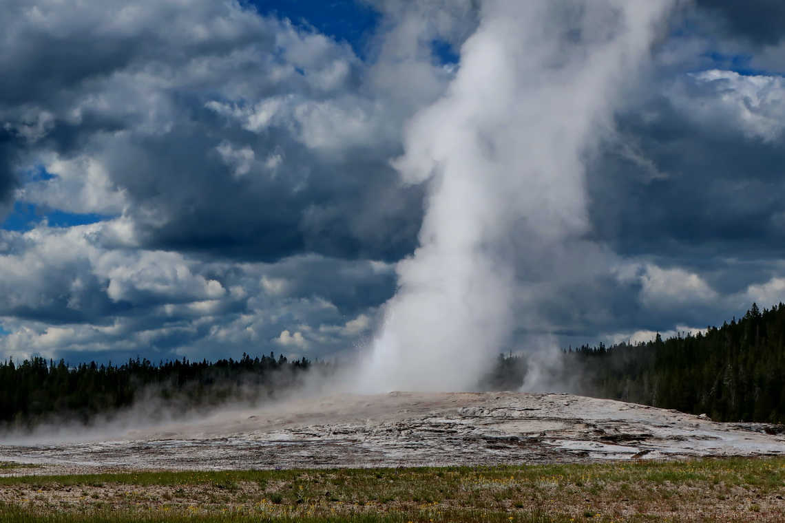 Old Faithful Geyser in action