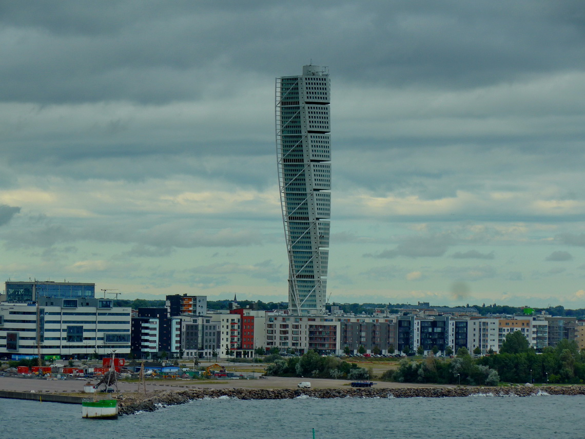 190 meters high Turning torso, the highest building of Malmä and Scandinavia
