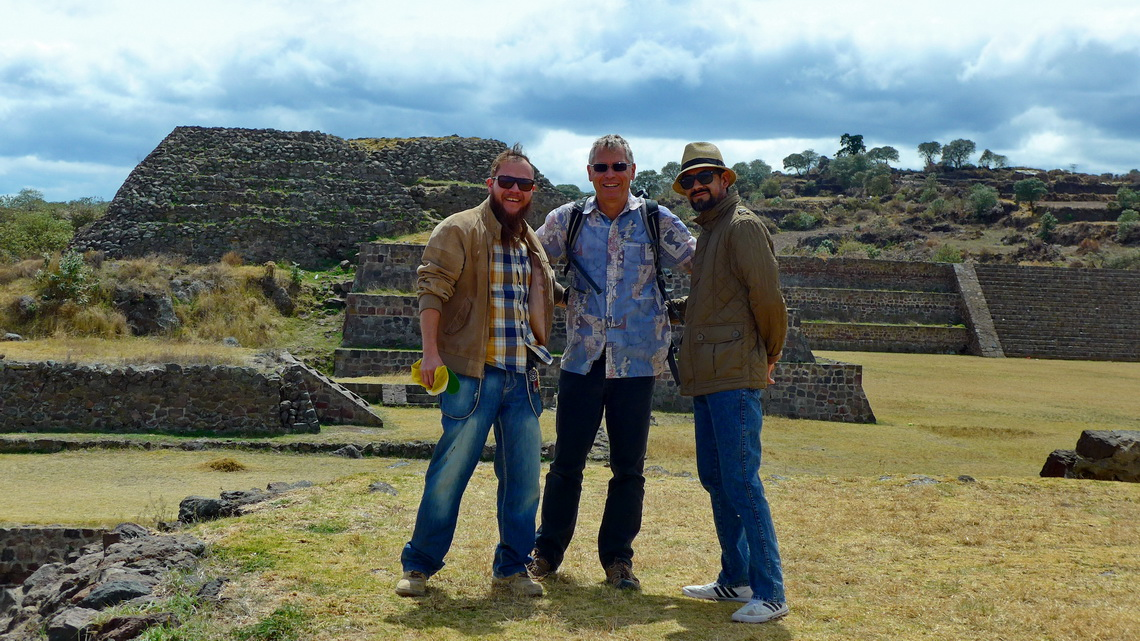 Poldi, Alfred and Cuitlahuac in the ruins of Teotenango