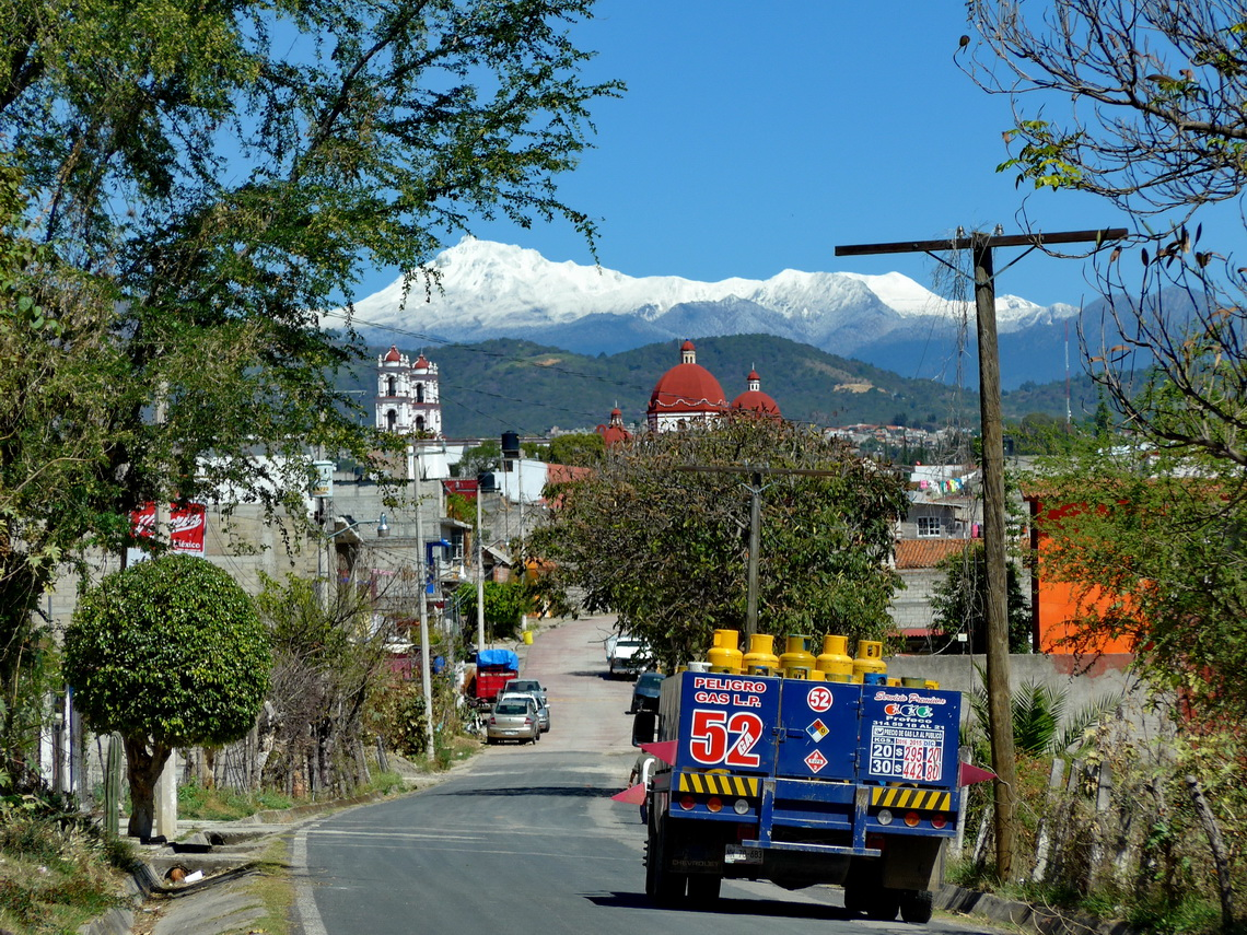 Tonatico with snowy Xinantecatl / Volcan de Toluca in the background