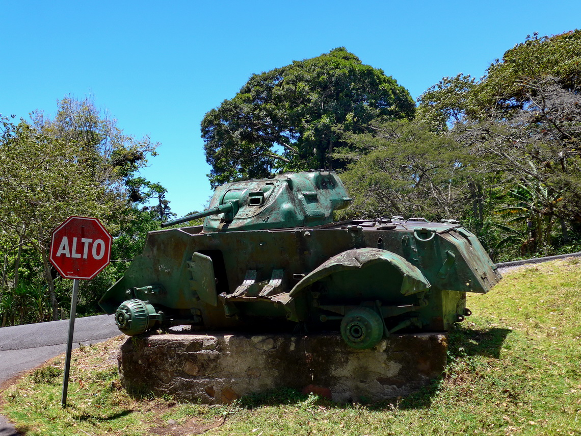 Tank on the street between Matagalpa and Jinotega