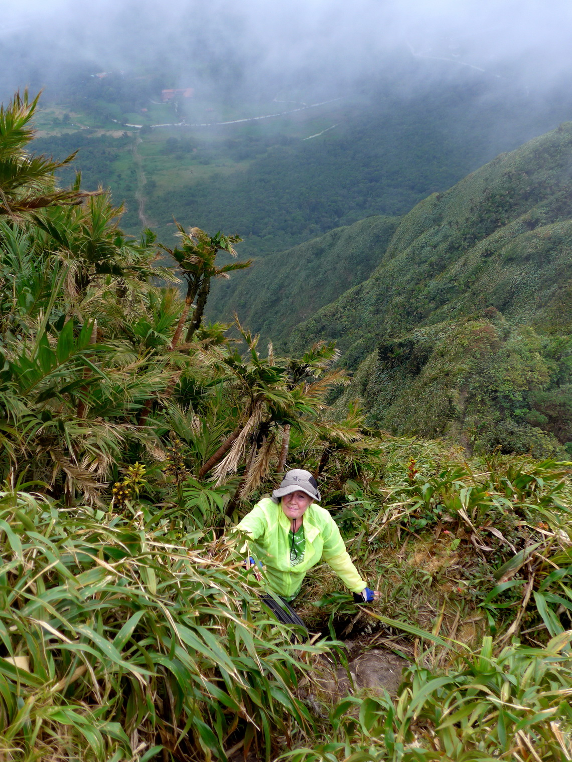 Marion in the steep slopes of Cerro Gaital
