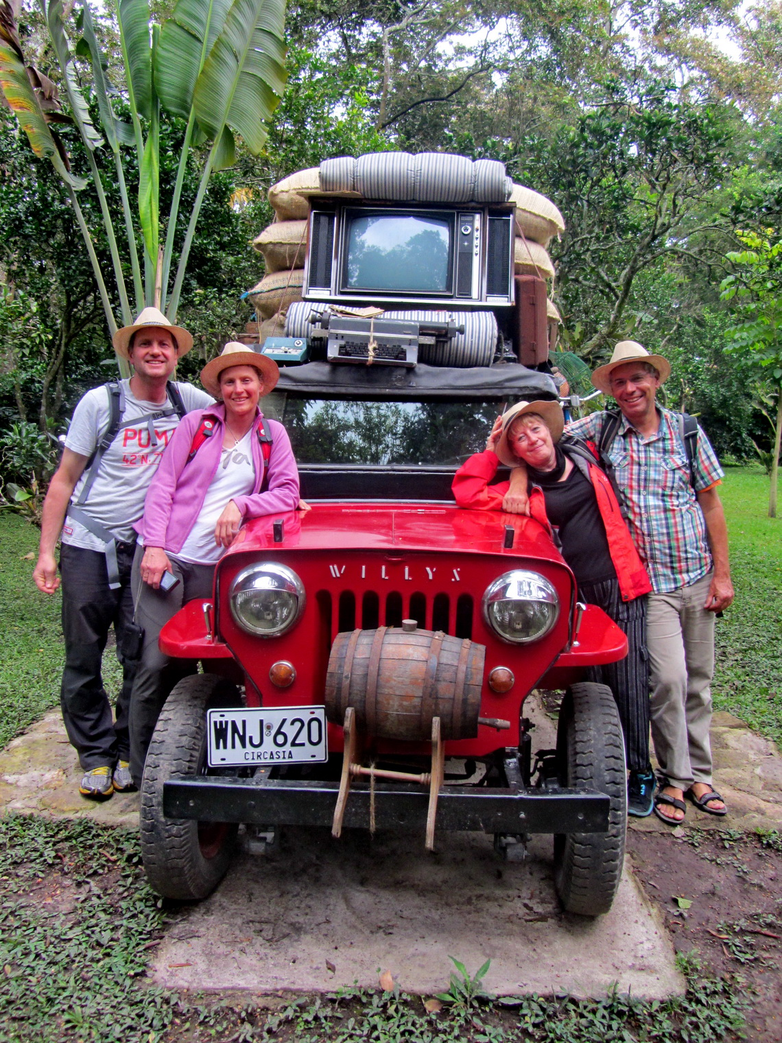 Kai, Vera, Marion and Alfred with the Colombian cult car Willys