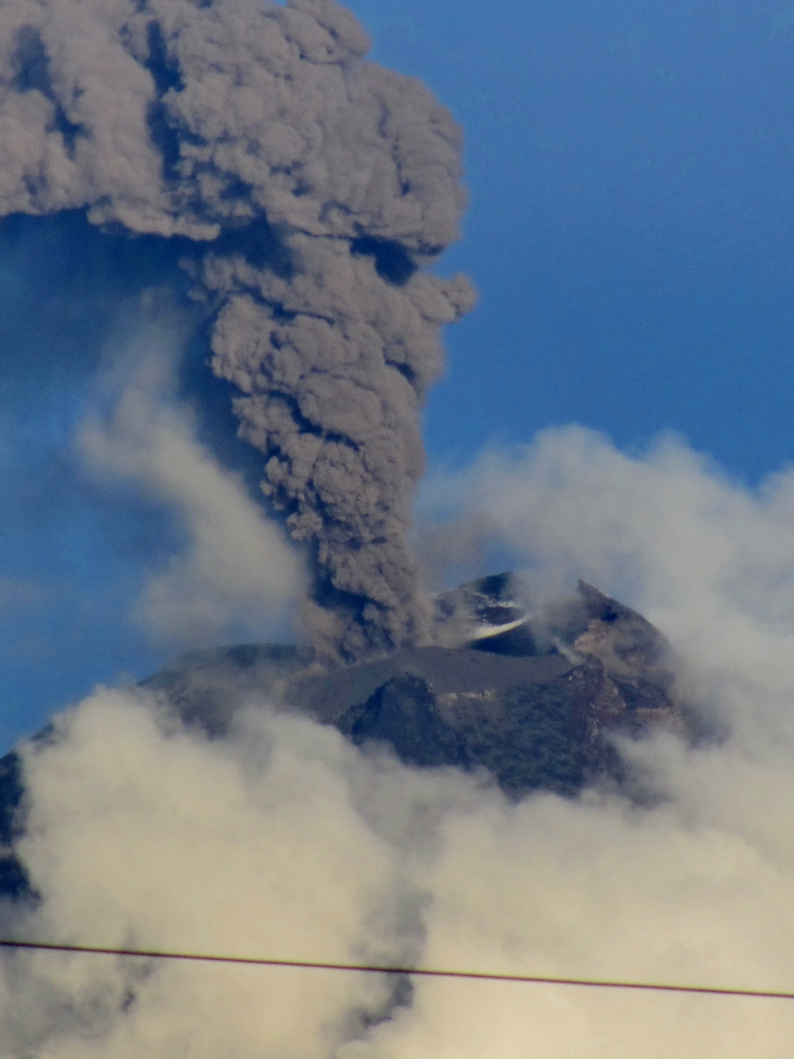 Smoking Volcan Tunguahura