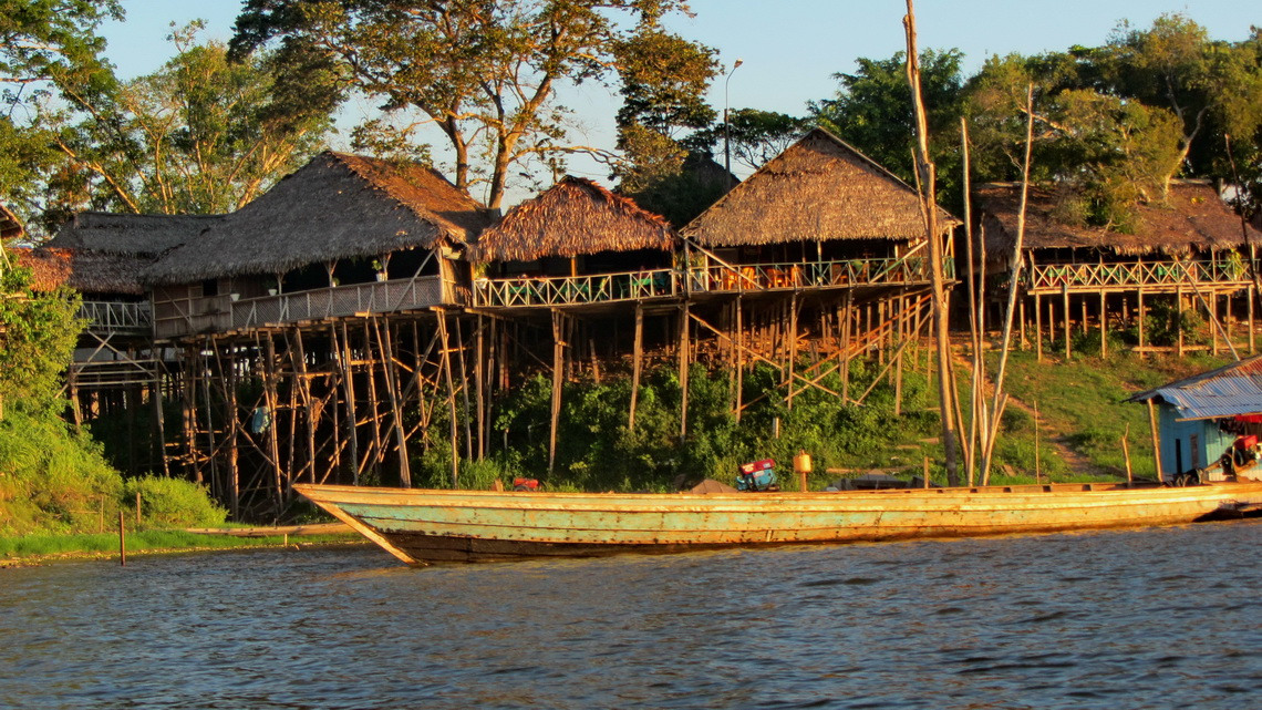 Houses on Laguna Yarinacocha, with high stilts to be prepared for the rainy season