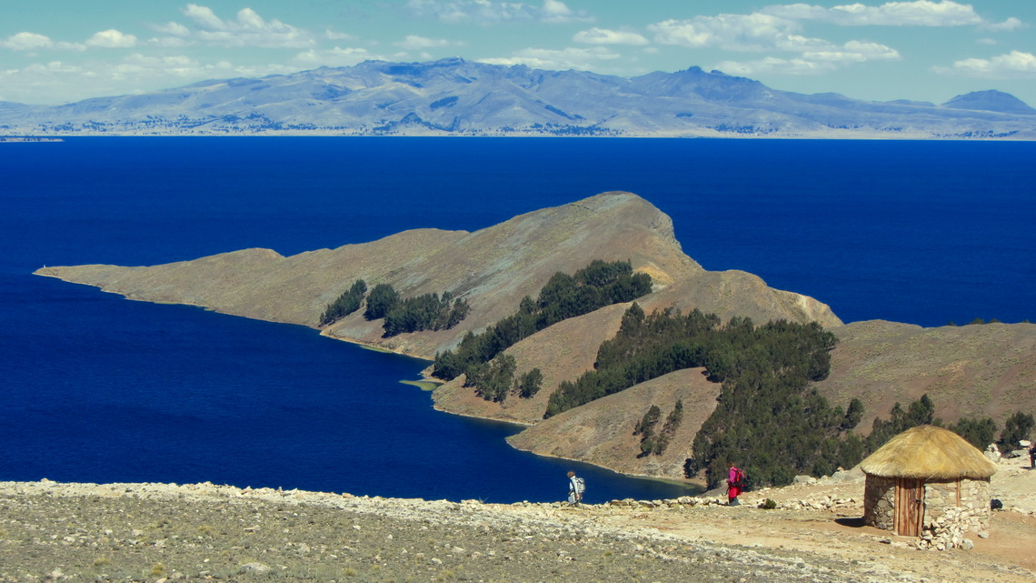 Peninsula of Isla del Sol seen from Cerro Palla Khasa (4063 meters sea-level, GPS coordinates: S16 01.362 W69 10.310)