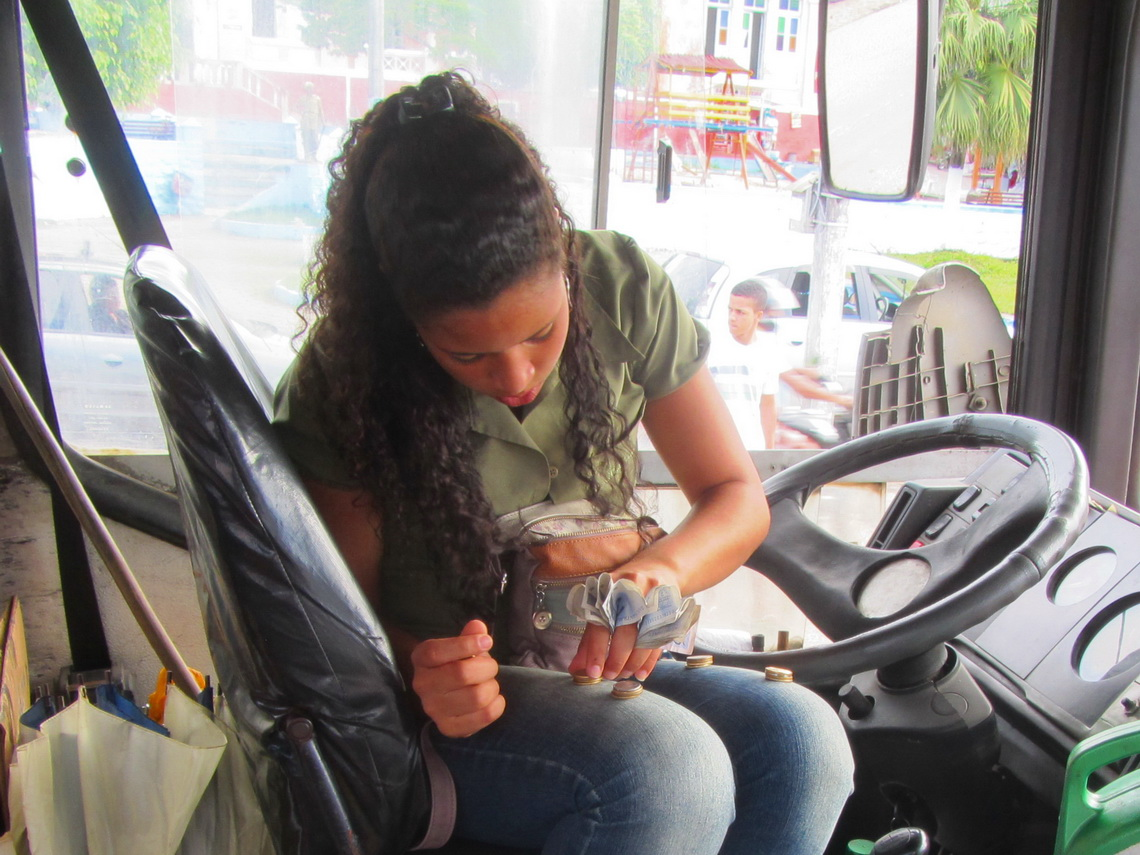 Preparing the change money in the bus from Valenca to the ferry port