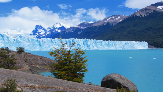 Glaciar Perito Moreno from the way behind the parking lot