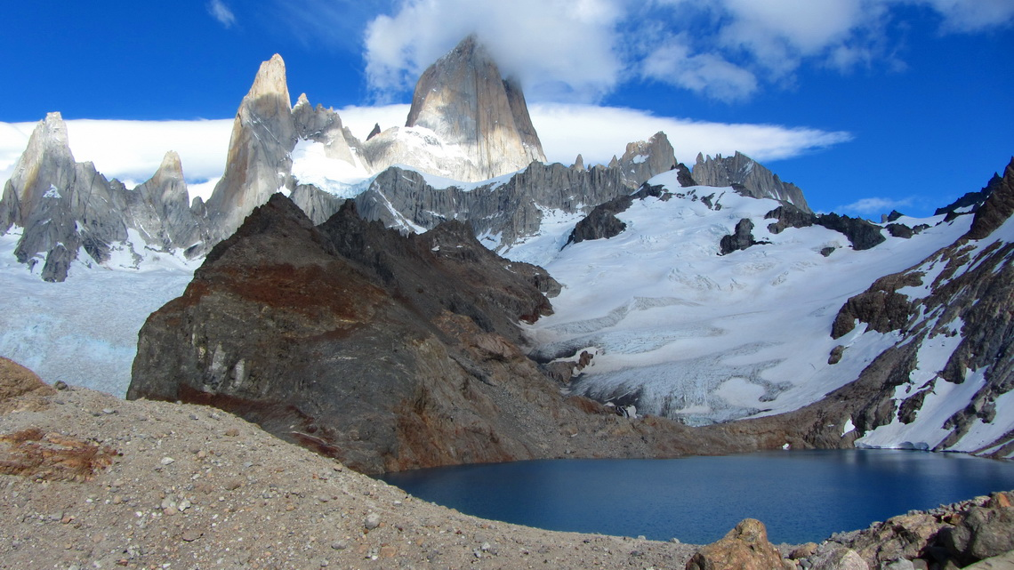 Laguna de los Tres with Cerro Fitz Roy in clouds