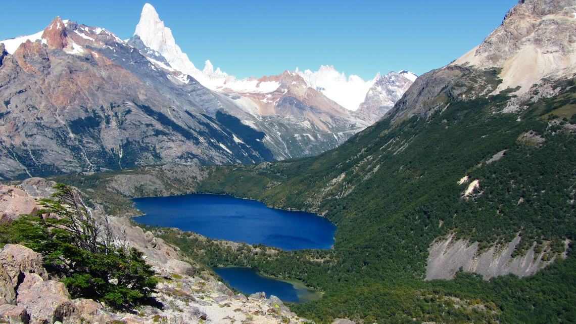 Laguna Azul and Cerro Fitz Roy from the ascent to Loma del Diablo