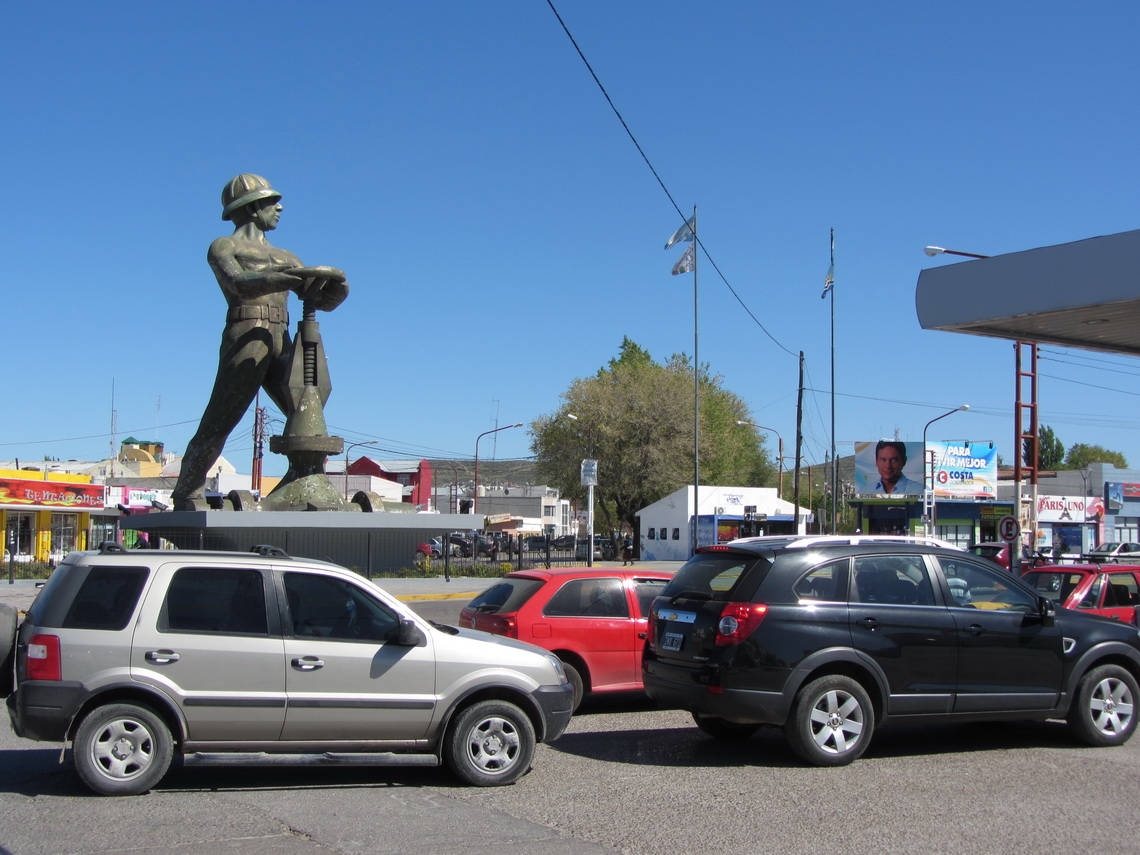 Oil extraction monument in Caleta Olivia with cars waiting and hoping for fuel