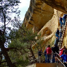 People climbing up to the cliff dwelling Balcony House