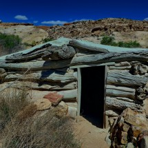 Old building of the Wolfe Ranch close to the trailhead to the Delicate Arch