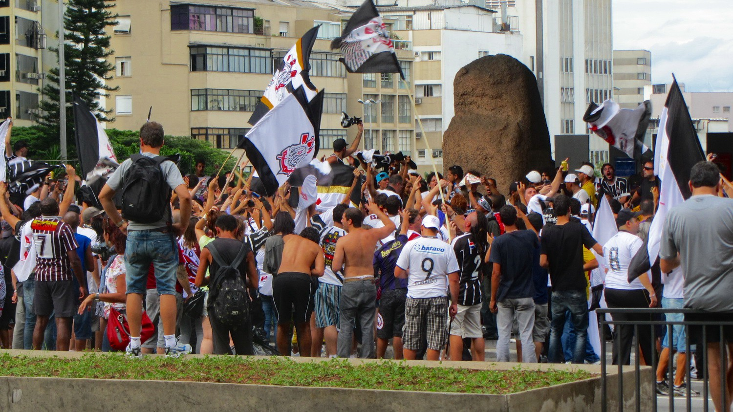 Celebrating fans of the football team Corinthians of Sao Paulo because it won the FIFA World Championship for clubs today (against Chelsea)