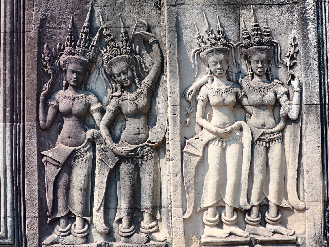 Apsaras - heavenly temple dancers in Angkor Wat