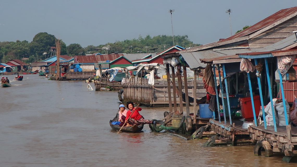 Busy Khum Koh Chiveang Floating Village