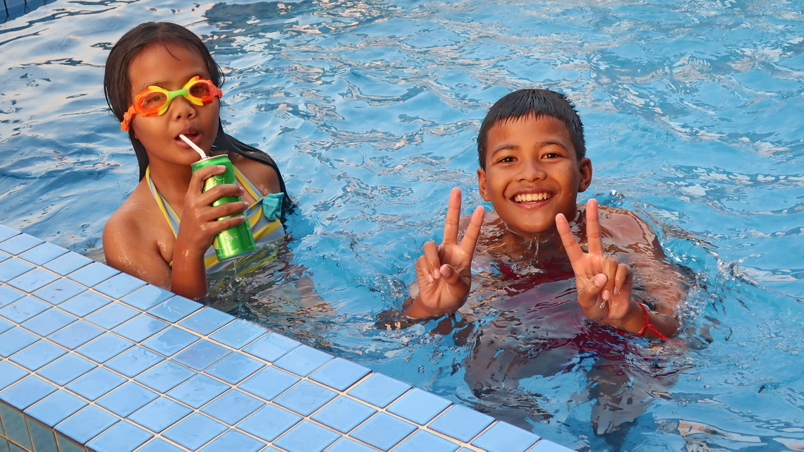 Happy Cambodian Kids in the pool on top of our hotel in Phnom Penh - King Grand Boutique