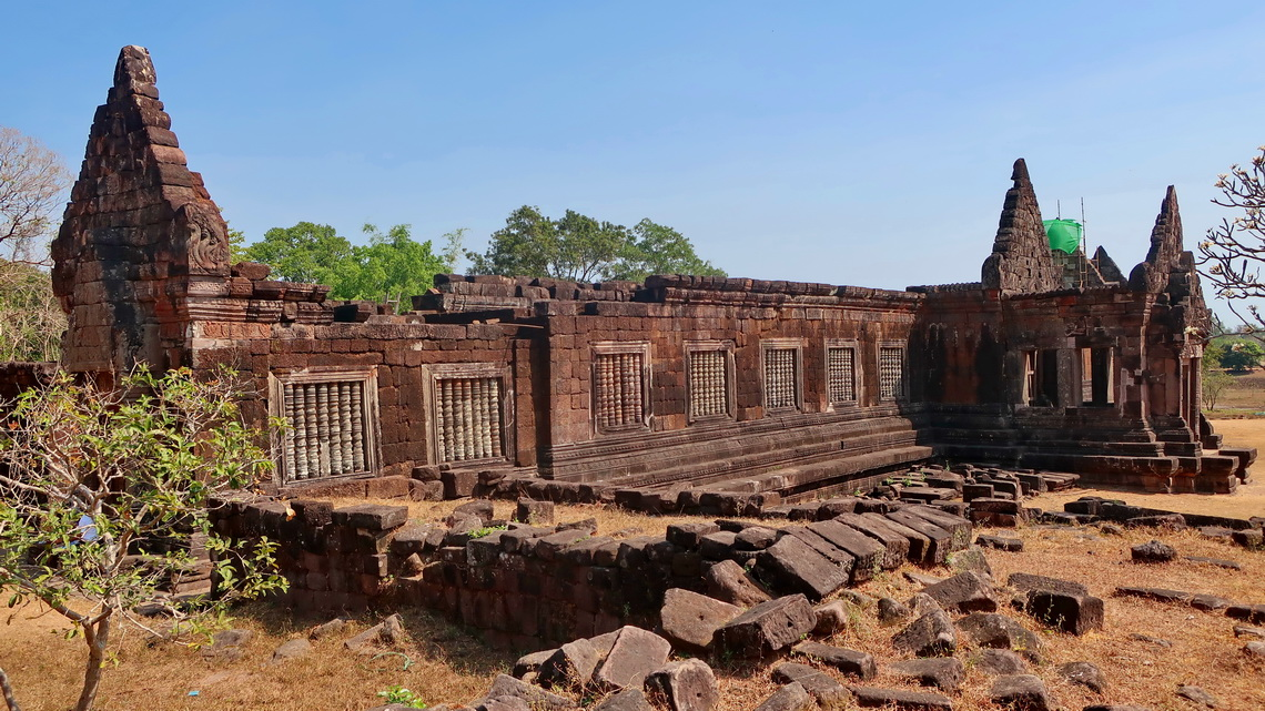 Huge building in lower Wat Phou