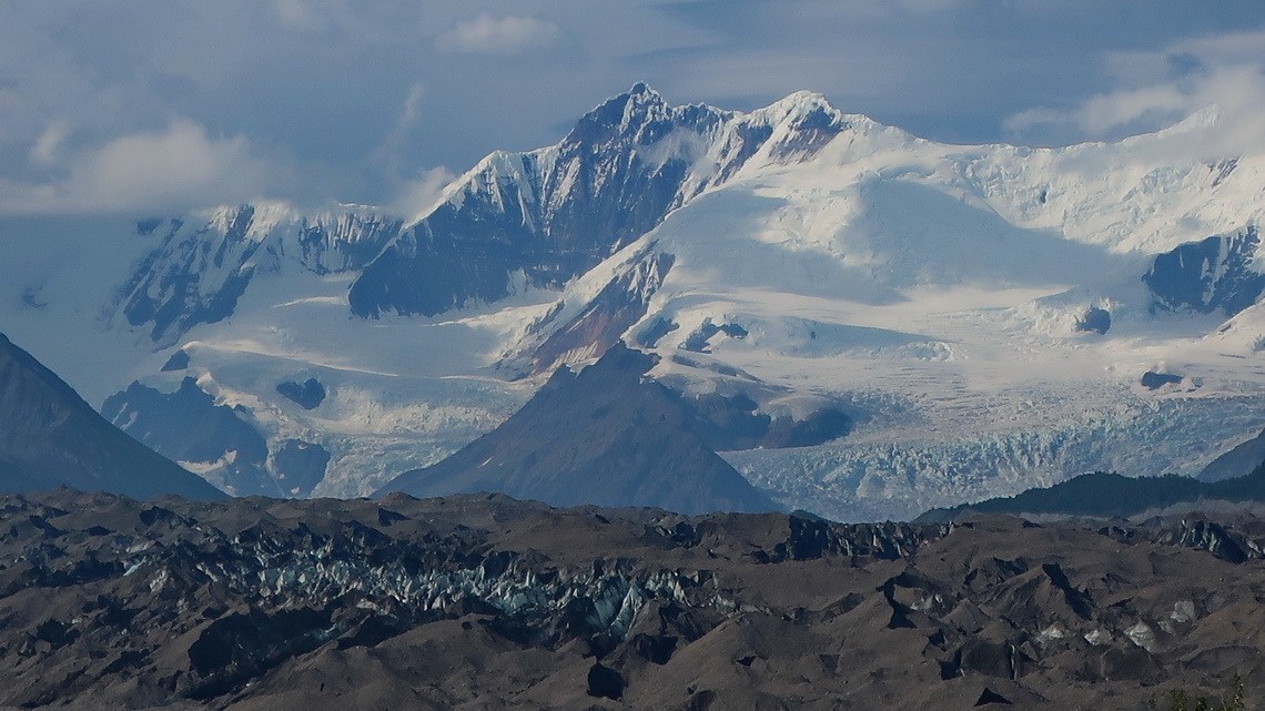 Kennicott Glacier with peaks close to 5000 meters sea-level