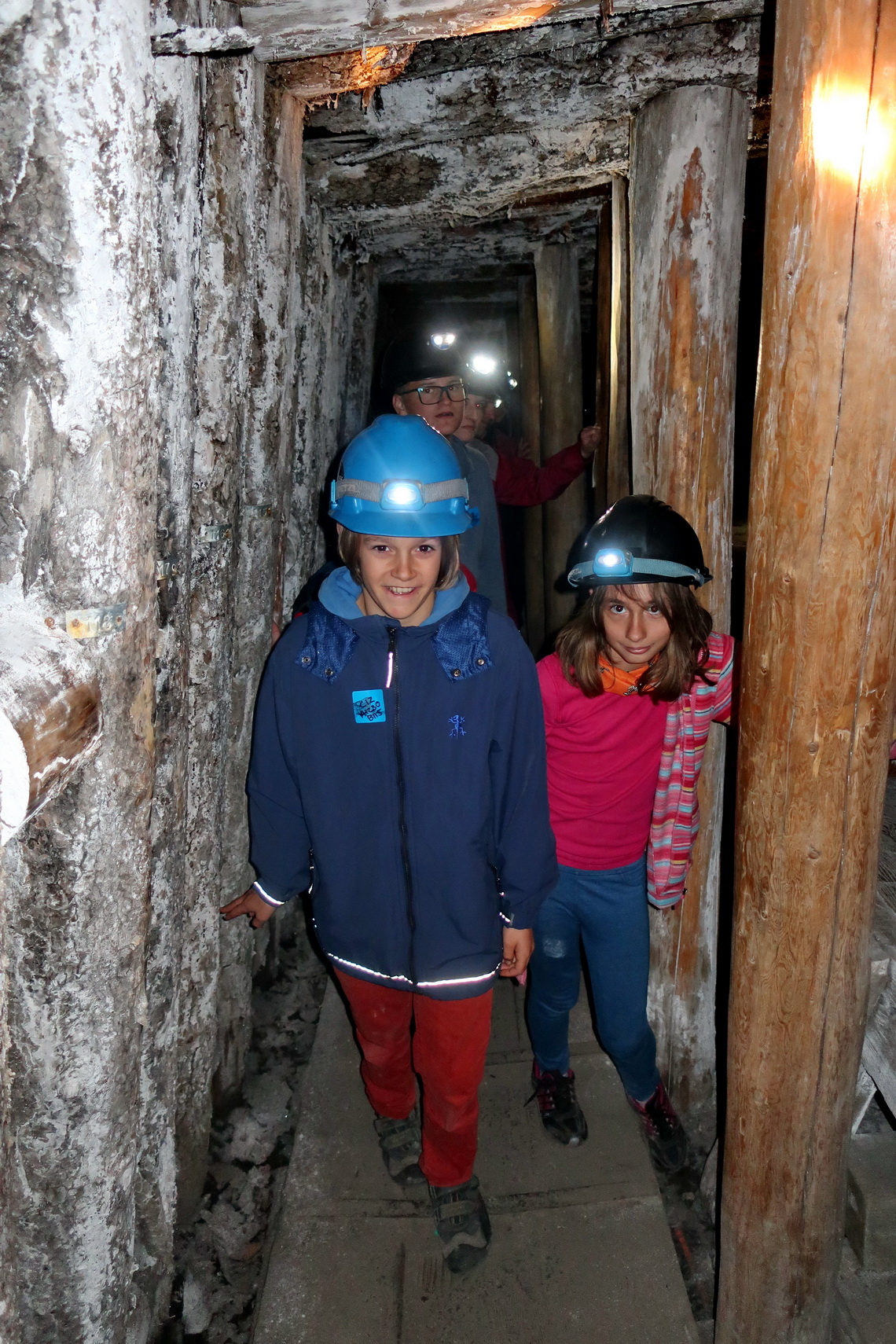 Kids in the tunnel to the Atlas Coal Mine entry