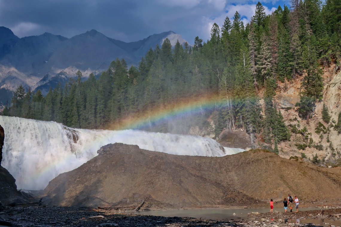 Kids with Wapta Falls and rainbow