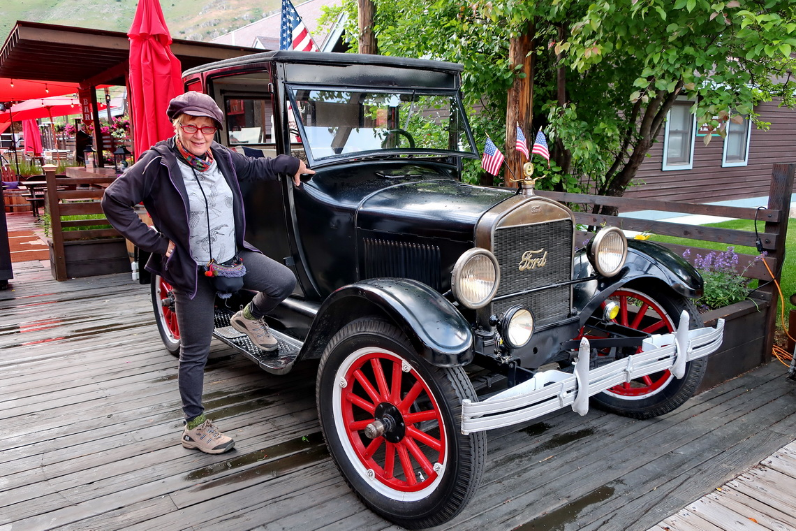Marion with an oldtimer in Jackson