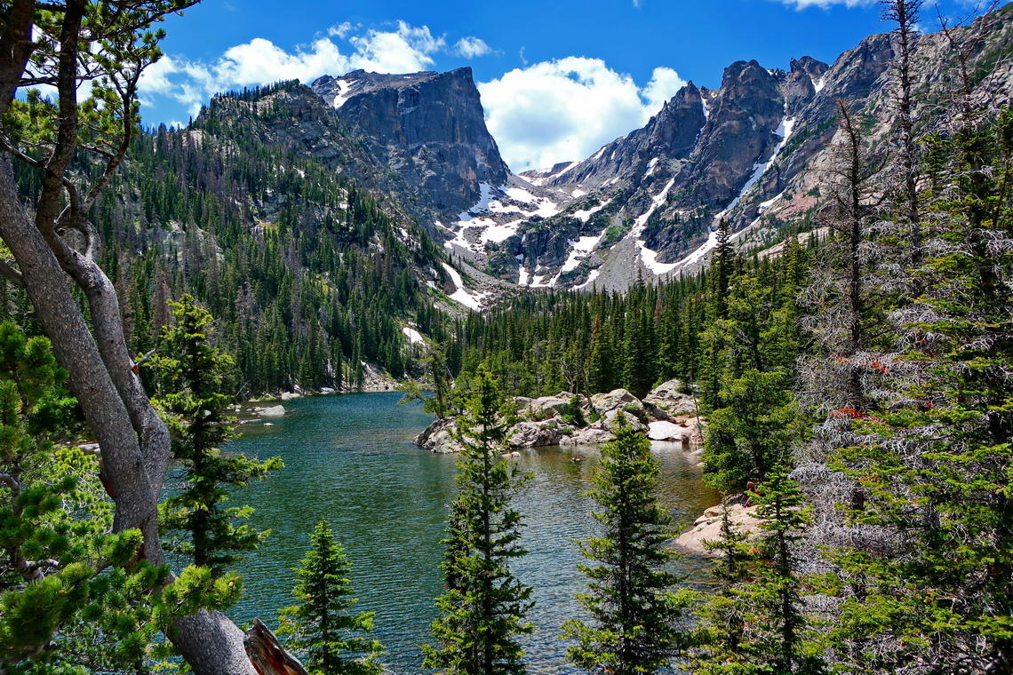 Dream Lake with 3840 meters high Hallett Peak