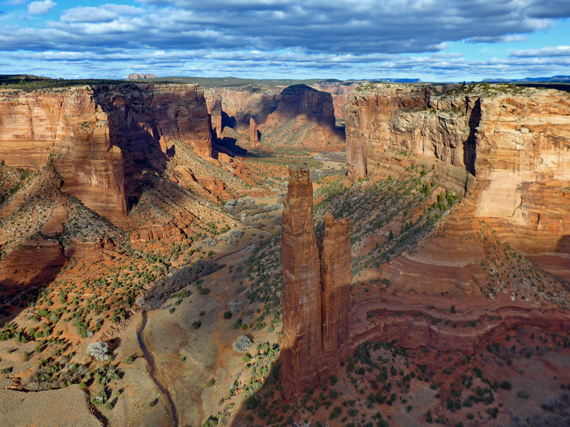 250 meters tall spire Spider Rock in Canyon de Chelly