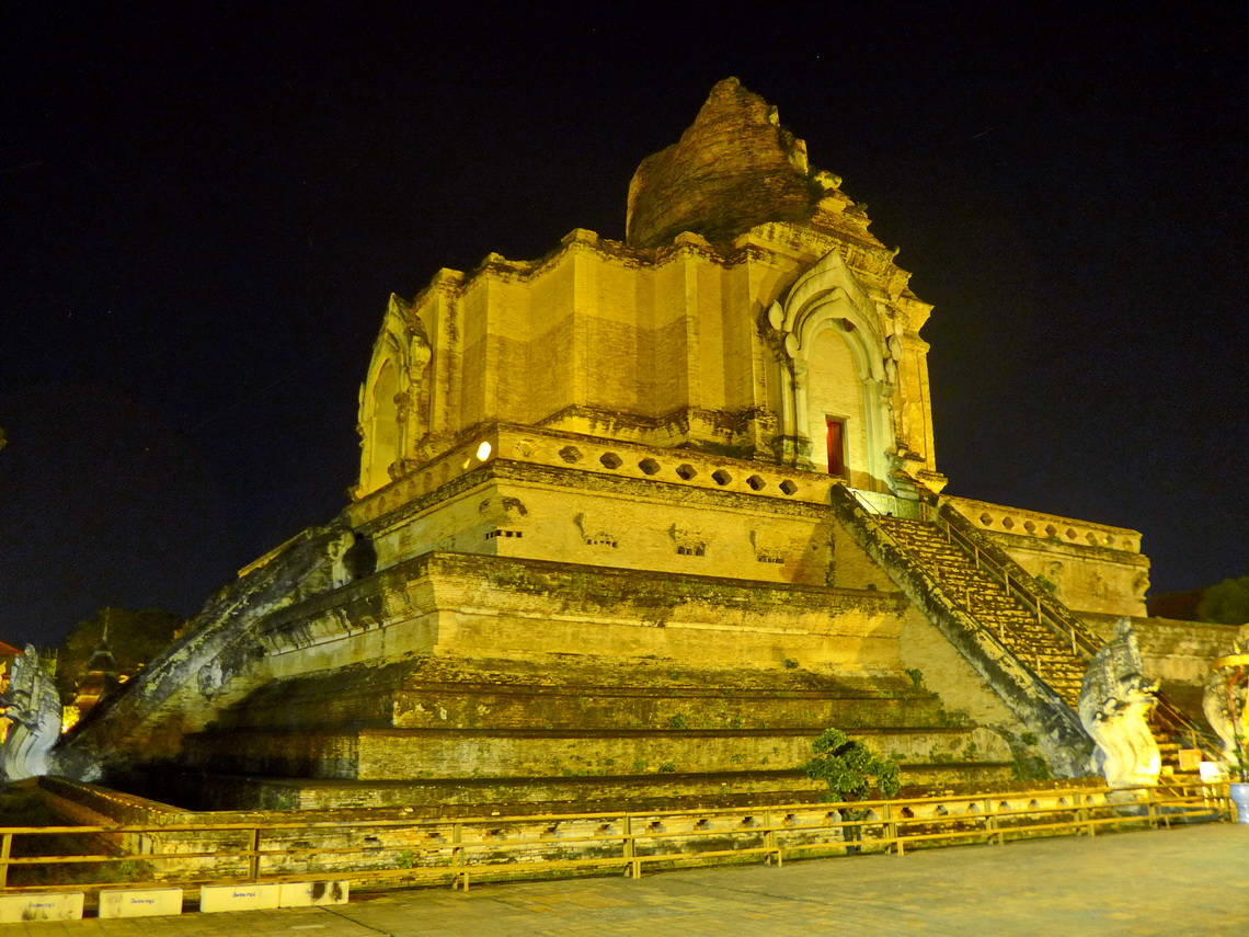 Ancient temple Wat Chedi Luang destroyed by a great earthquake in the year 1545
