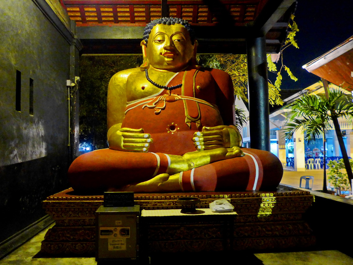 Huge Buddha close to Wat Chedi Luang