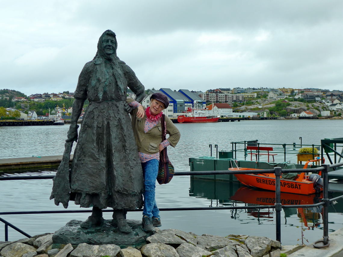 Marion with a fishwife of Kristiansund