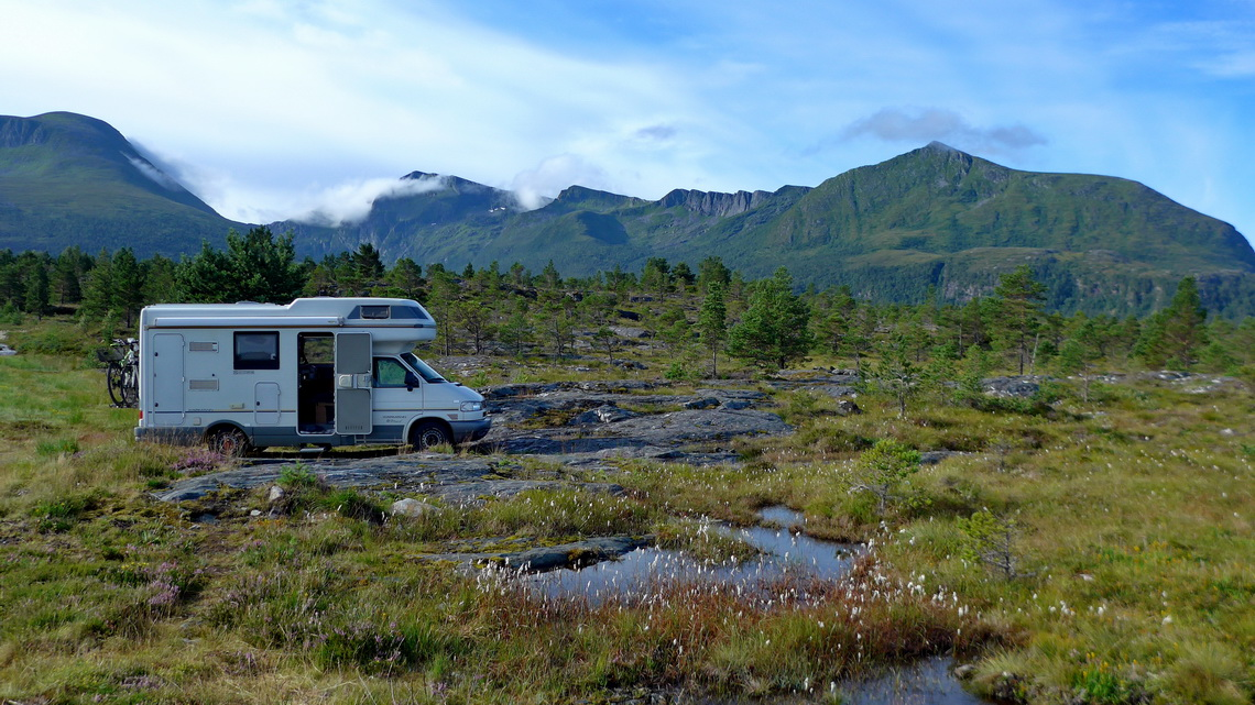 Marvelous campsite on foot of the Tustna Alps and in front of the Ocean