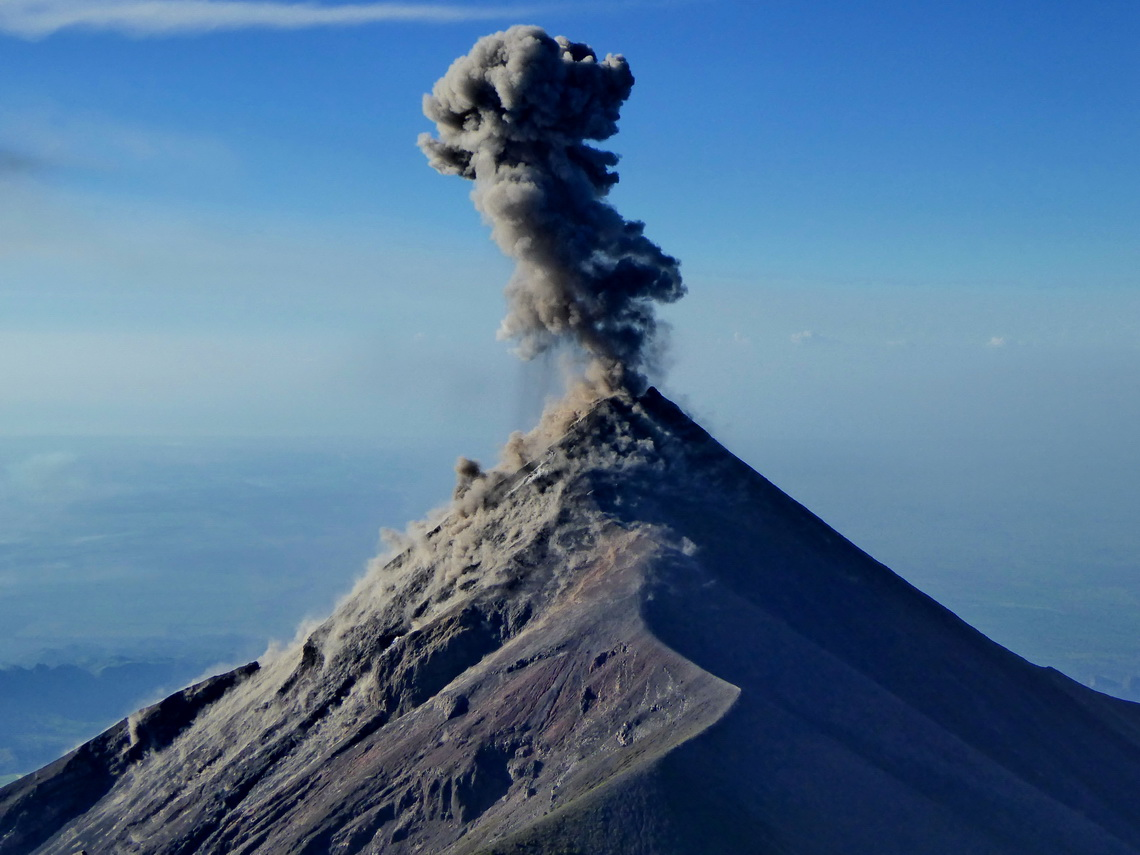 An eruption of Volcan Fuego!