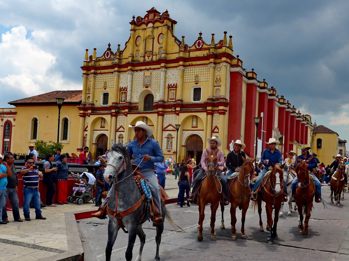 Horse people on Mother's Day in front of the cathedral of San Cristobal de las Casas