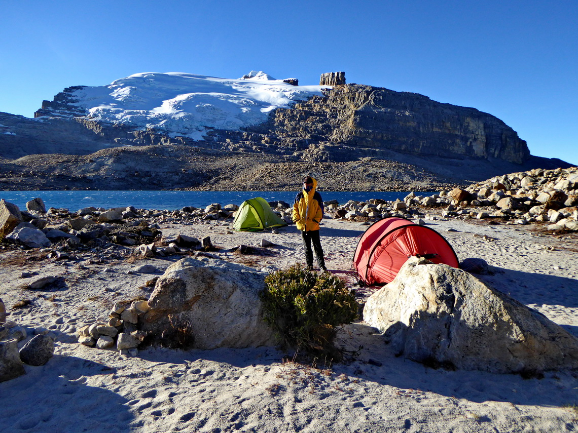 Alfred with our tents on Laguna Grande de la Sierra and the northern sides of Pan de Azucar and Púlpito del Diablo