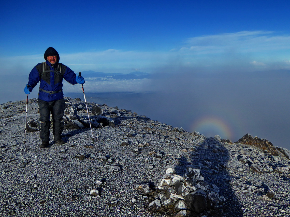 Approaching the 4646 meters high top of Volcan Puracé - covered with ice