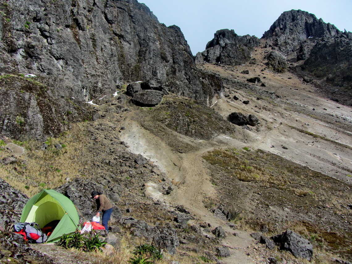 Our sleeping place with our little tent with 4698 meters high Rucu Pichincha on the top right