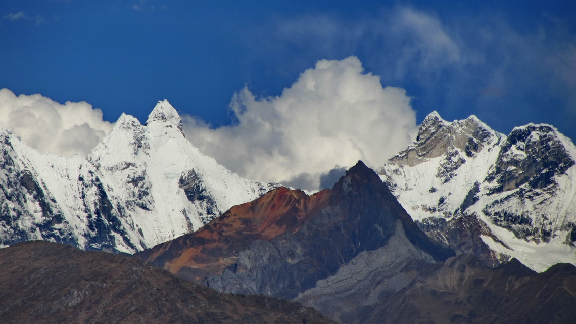 Nevado Jirishanca (left, 6094 meters sea-level), one of the most difficult peaks of the Andes and Nevado Yerupaja Chico (right, 6089 meters sea-level) seen from Chiquian