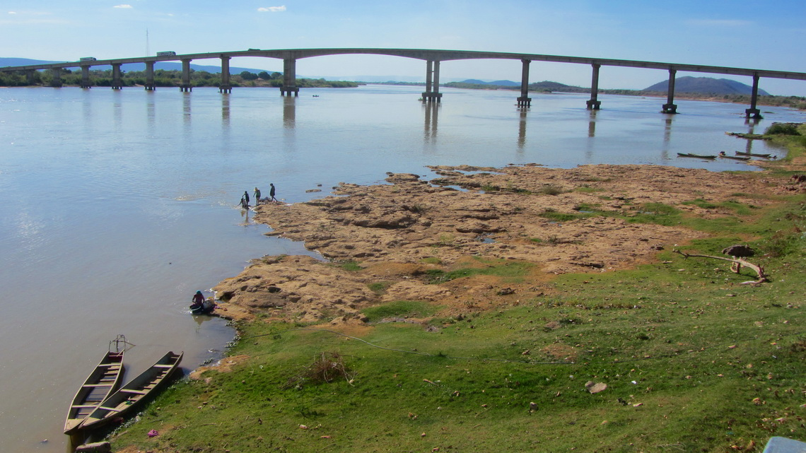 Between Brasilia and Salvador we crossed the majestic river Rio Sao Francisco, after Amazon and Parana the third biggest in Brazil
