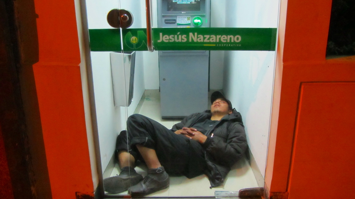 A cozy sleeping place in Cochabamba with some money from Jesus?