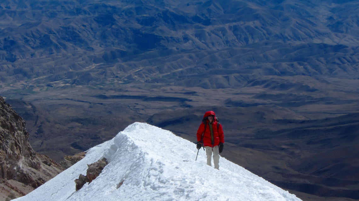 The last icy ridge to the summit