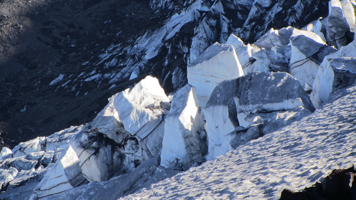 Ice towers close to Refugio CAJA