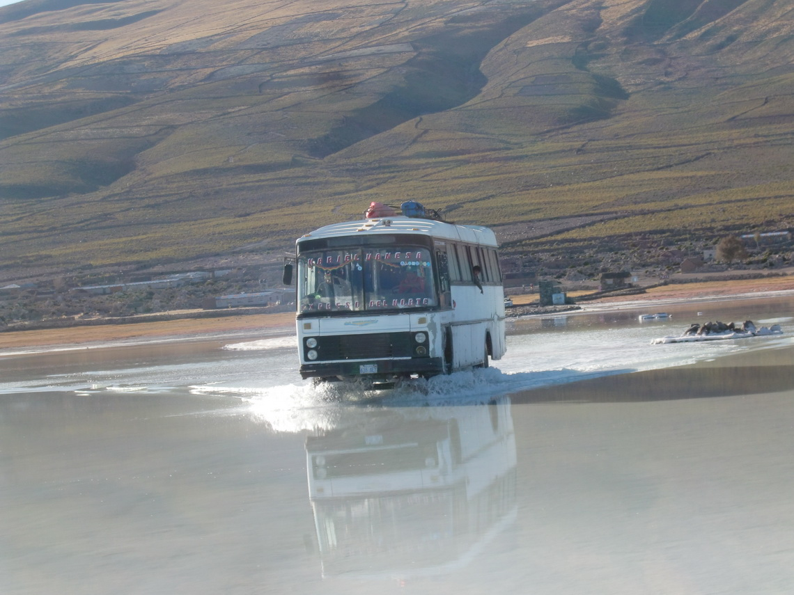 Bus is crossing the deep water in front of Coquesa