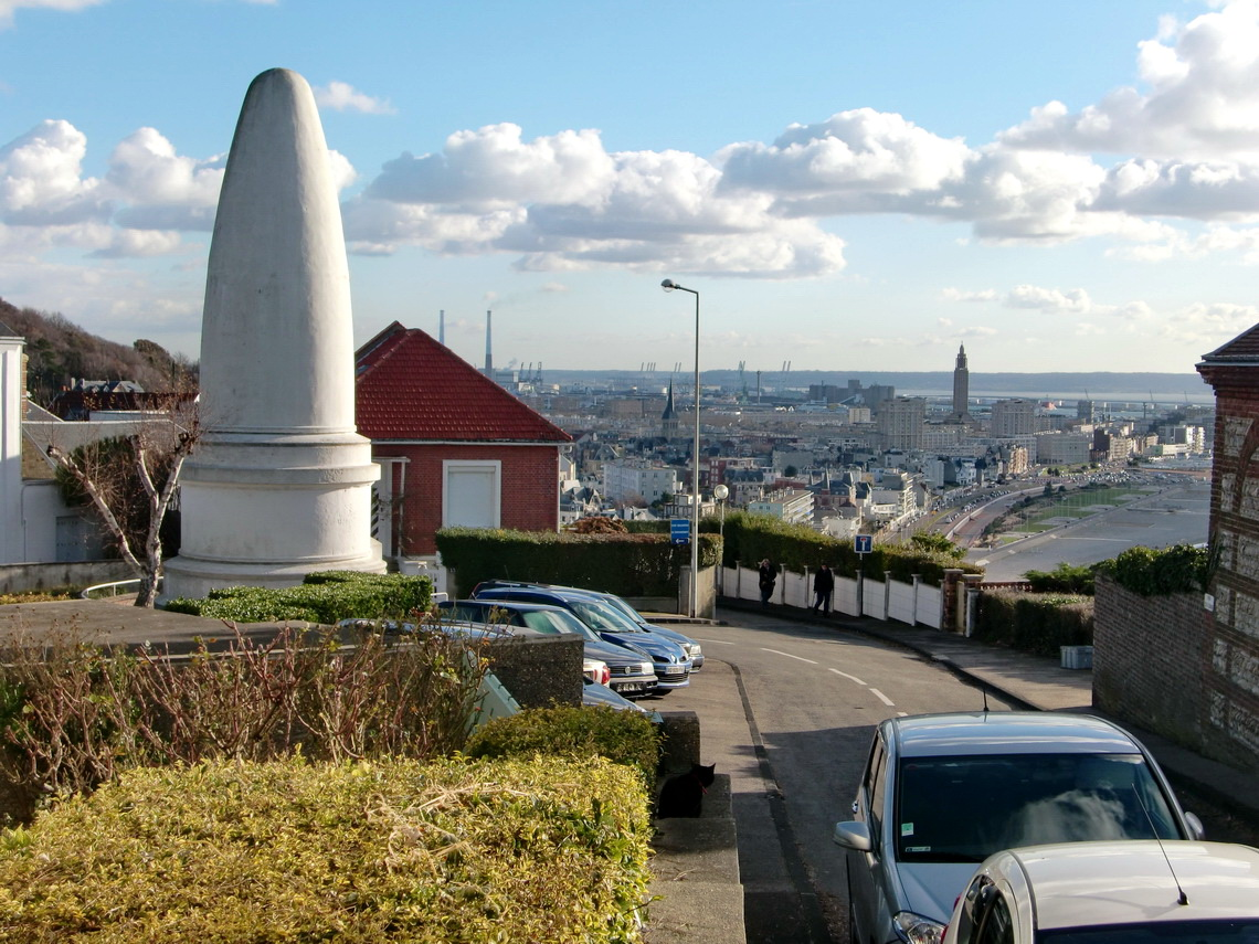 Le Havre with war memorial